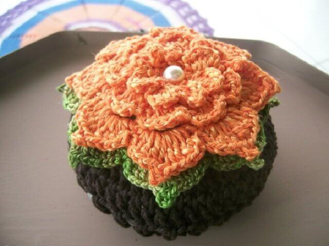 Peso de porta de crochê com flores