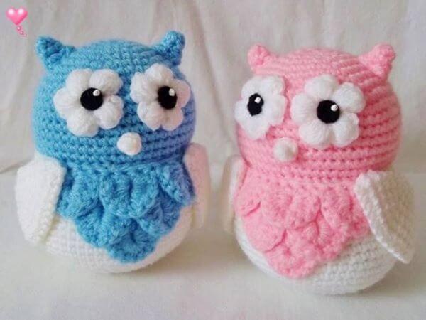 Corujas coloridas para peso de porta de crochê