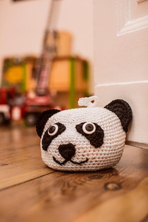 Peso de porta de crochê de panda