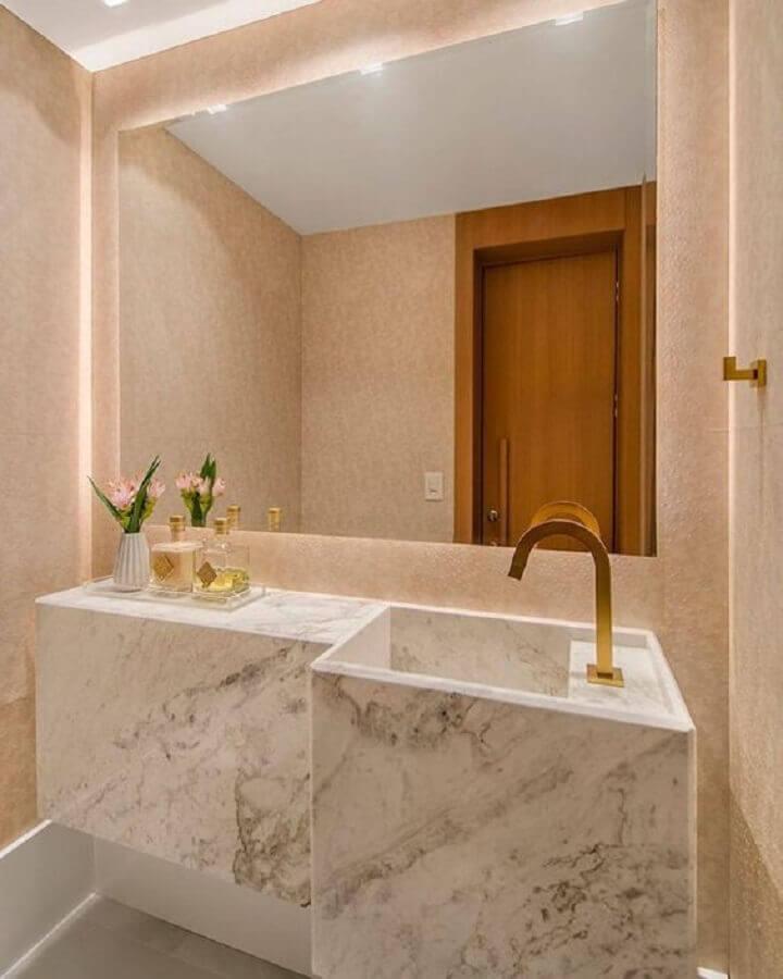 pia de mármore para banheiro pequeno com papel de parede rosa Foto Pinterest