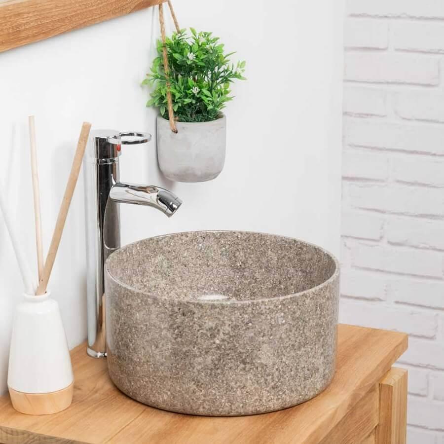pia de pedra para banheiro pequeno com bancada de madeira Foto Wanda Collection