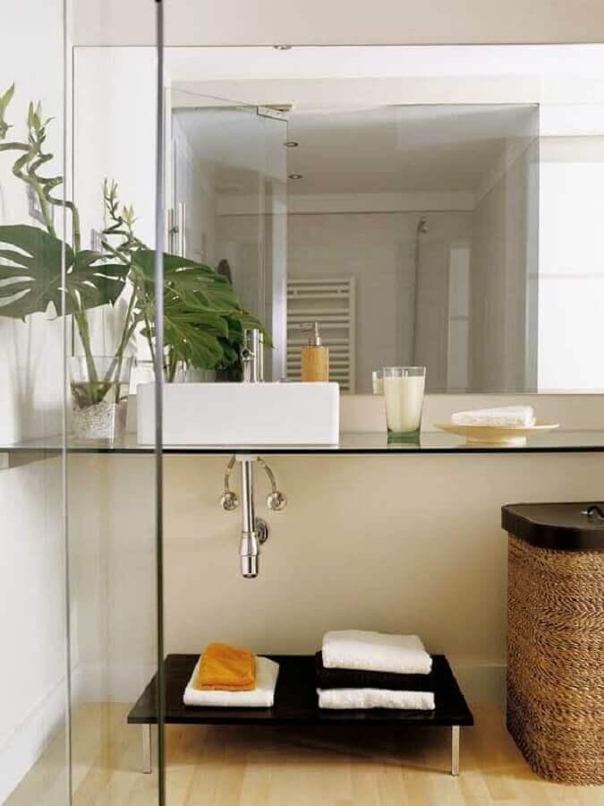 pia para banheiro pequeno decorado com bancada de vidro Foto Webcomunica
