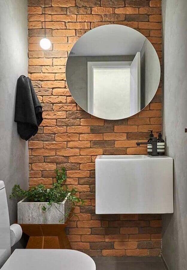 pia para banheiro pequeno decorado com parede de tijolinho Foto Apartment Therapy