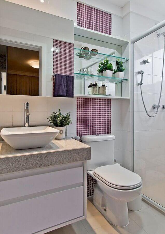 pia para banheiro pequeno decorado com pastilhas Foto CoachDecor