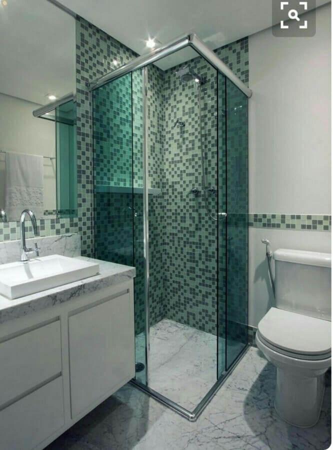 pia para banheiro pequeno instalada em bancada de mármore Foto Só Decor