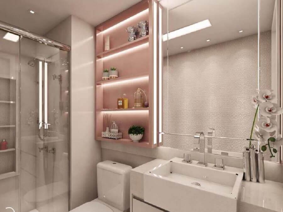 pia para banheiro pequeno todo branco decorado com nicho rosa Foto Camila Fleck