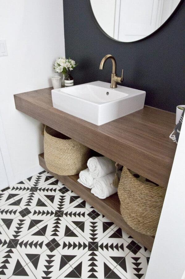 pias para banheiro pequeno com bancada de madeira Foto HomeDeco
