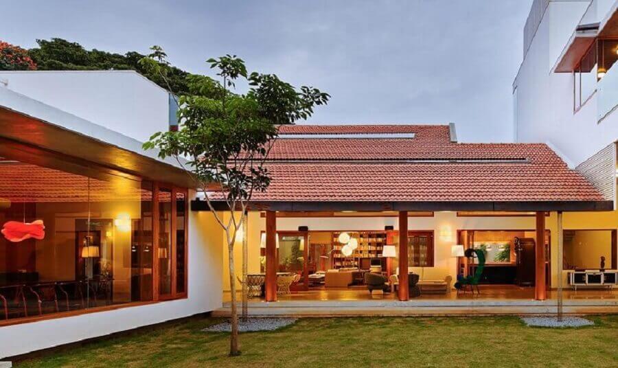 projeto de casa em l com varanda grande Foto ArchDaily