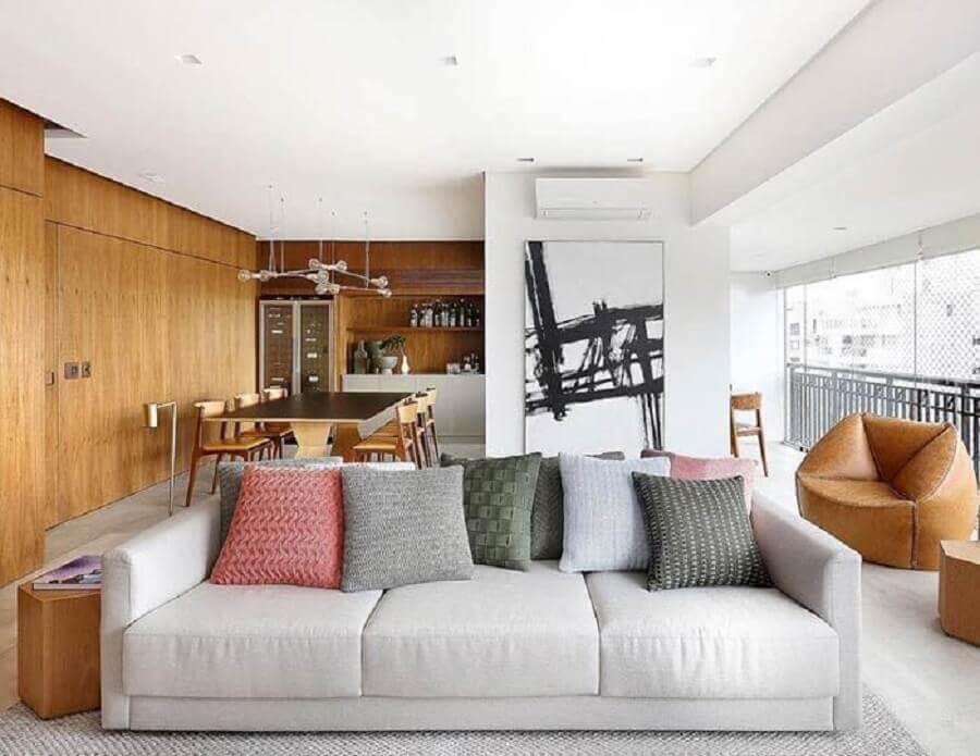 quadro preto e branco grande para decoração de varanda gourmet ampla com sofá cinza Foto Pinterest