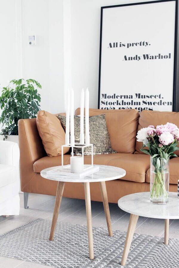quadro preto e branco grande para sala com sofá de couro marrom Foto Pinterest