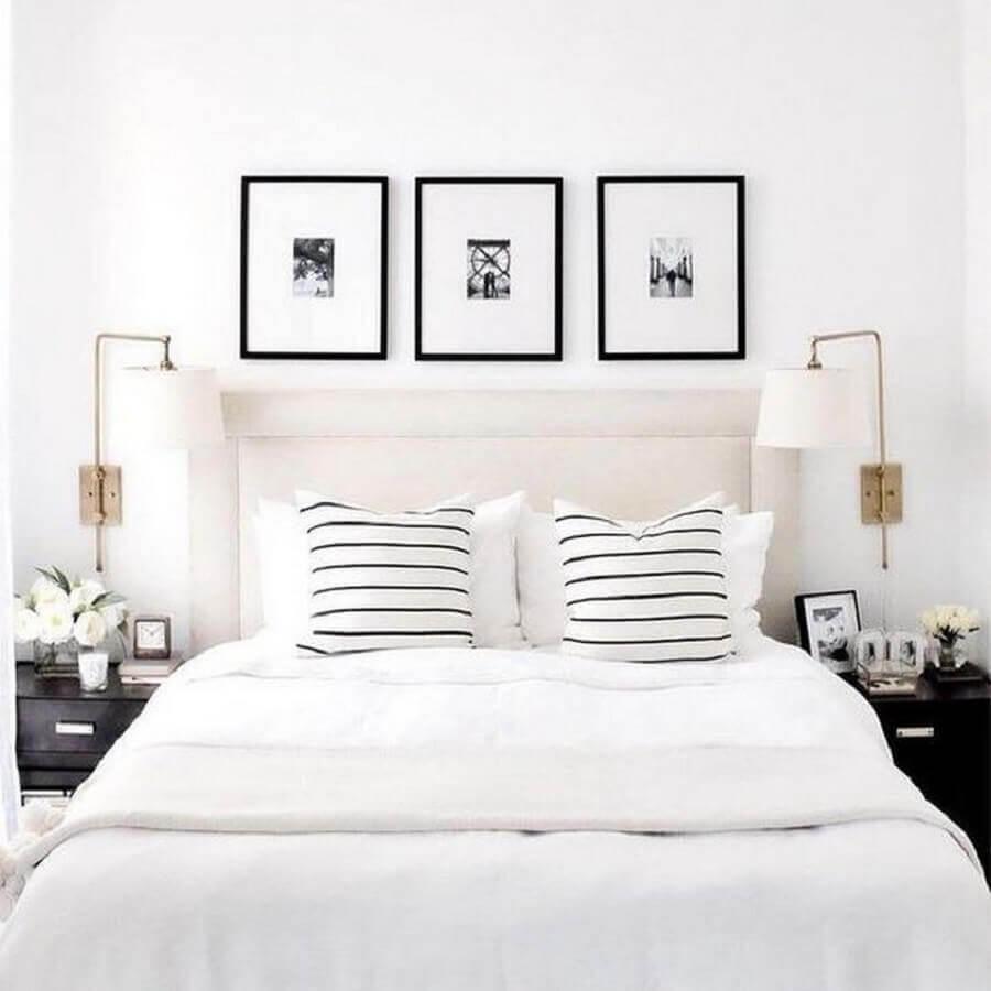 quadro preto e branco para quarto de casal todo branco com arandela de parede Foto Lulu & Georgia