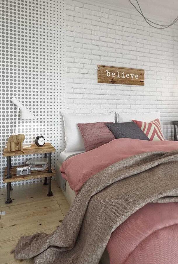 quarto juvenil feminino decorado com dois tipos de papel de parede Foto Pinterest