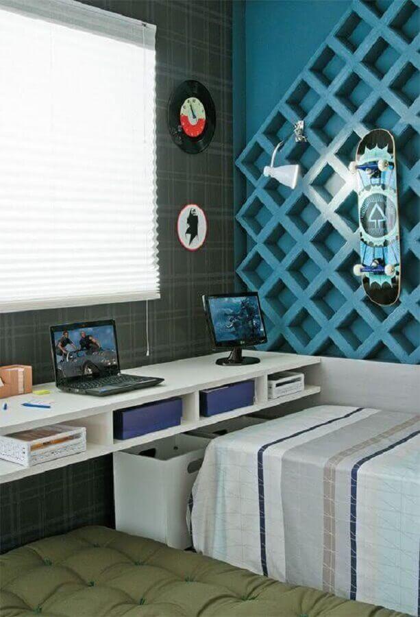quarto juvenil masculino decorado com papel de parede xadrez Foto Pinterest
