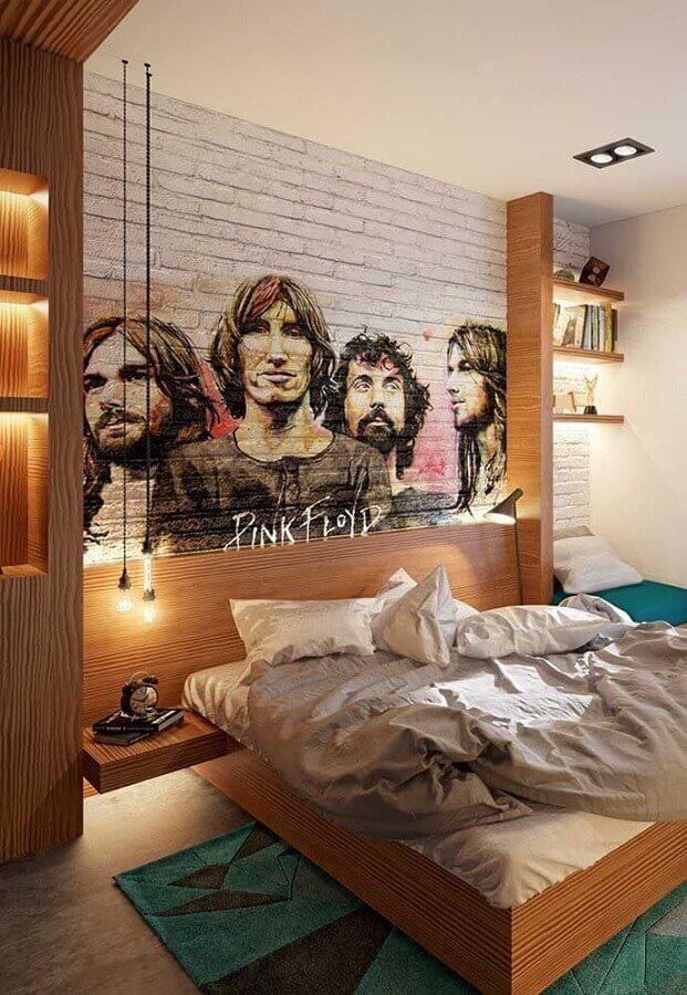 quarto juvenil planejado com móveis de madeira e papel de parede de banda Foto Pinterest