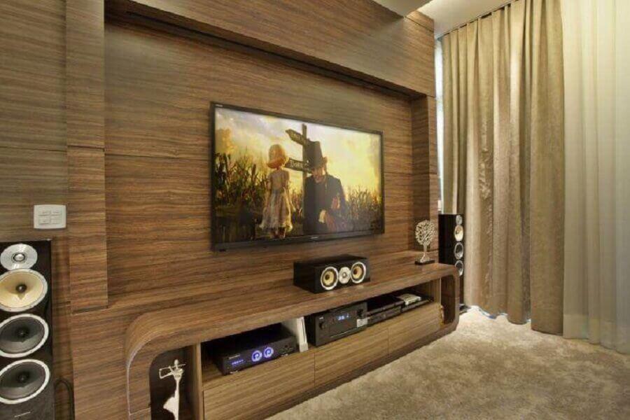 rack com painel para tv de madeira Foto Aquiles Níkolas Kílaris