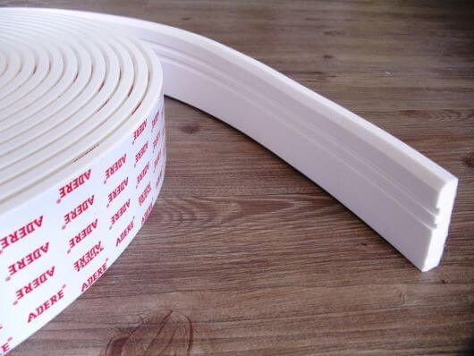 Rodapé pvc branco é fácil de instalar