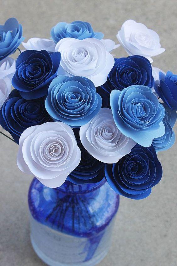 rosas de papel - arranjo de rosas azuis de papel