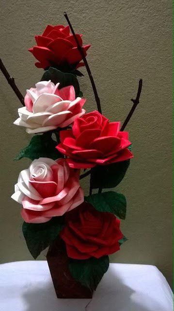 rosas de papel - arranjo de rosas de papel coloridas