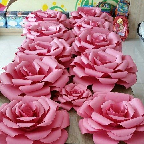 rosas de papel - mesa com rosas de papel