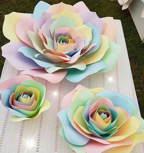 rosas de papel - rosa com pétalas coloridas
