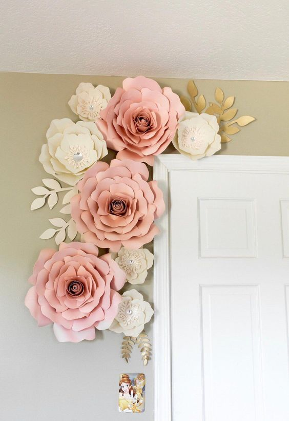 rosas de papel - rosas de papel em porta