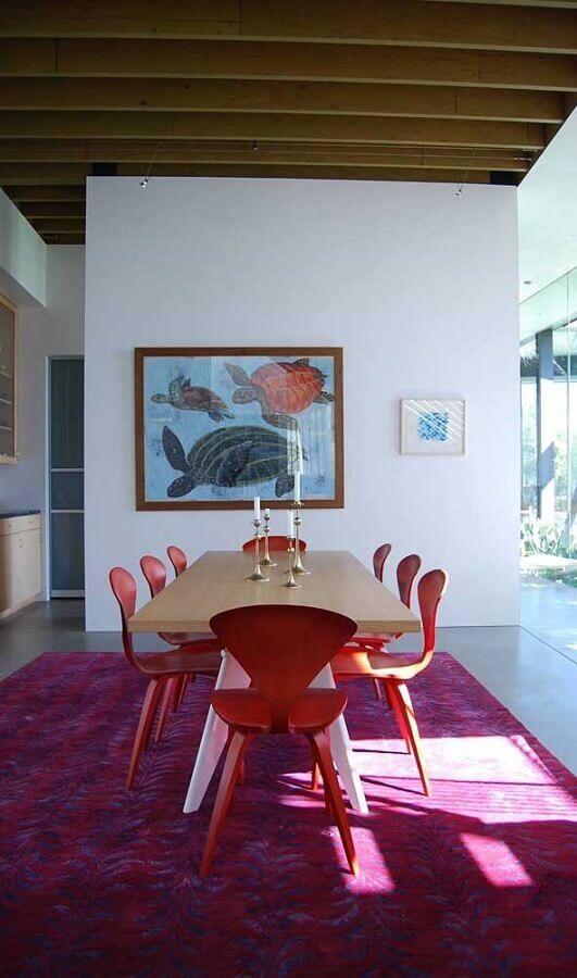 sala de estar ampla decorada com tapete rosa magenta Foto Houzz