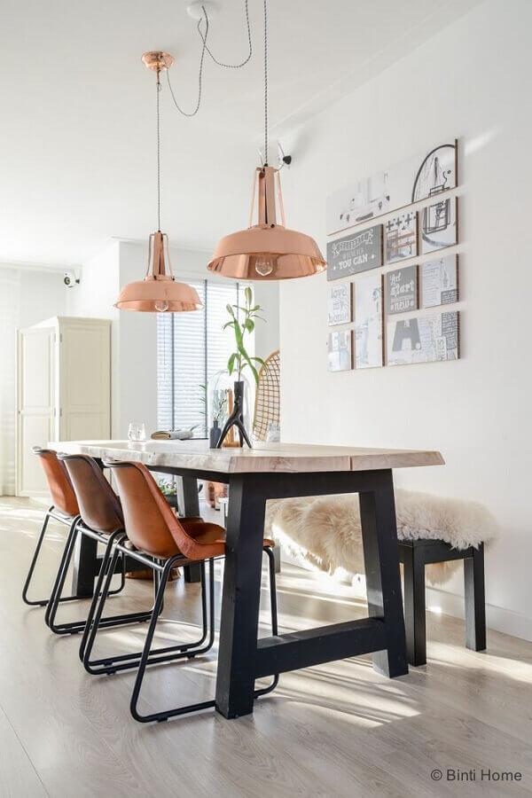 sala de jantar decorada com pendente cobre rose Foto ListSpirit