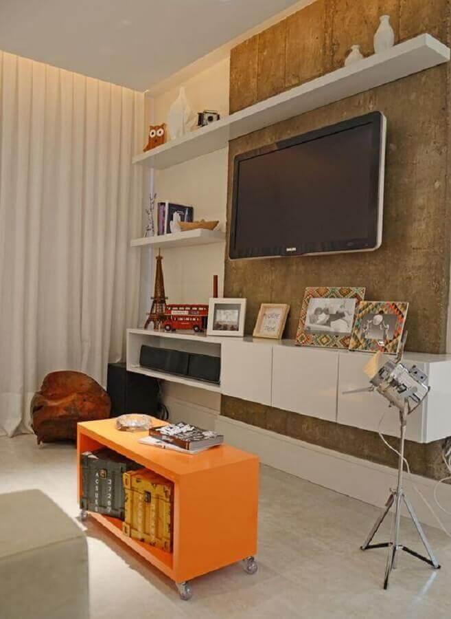 sala decorada com rack com painel suspenso Foto Casa de Valentina