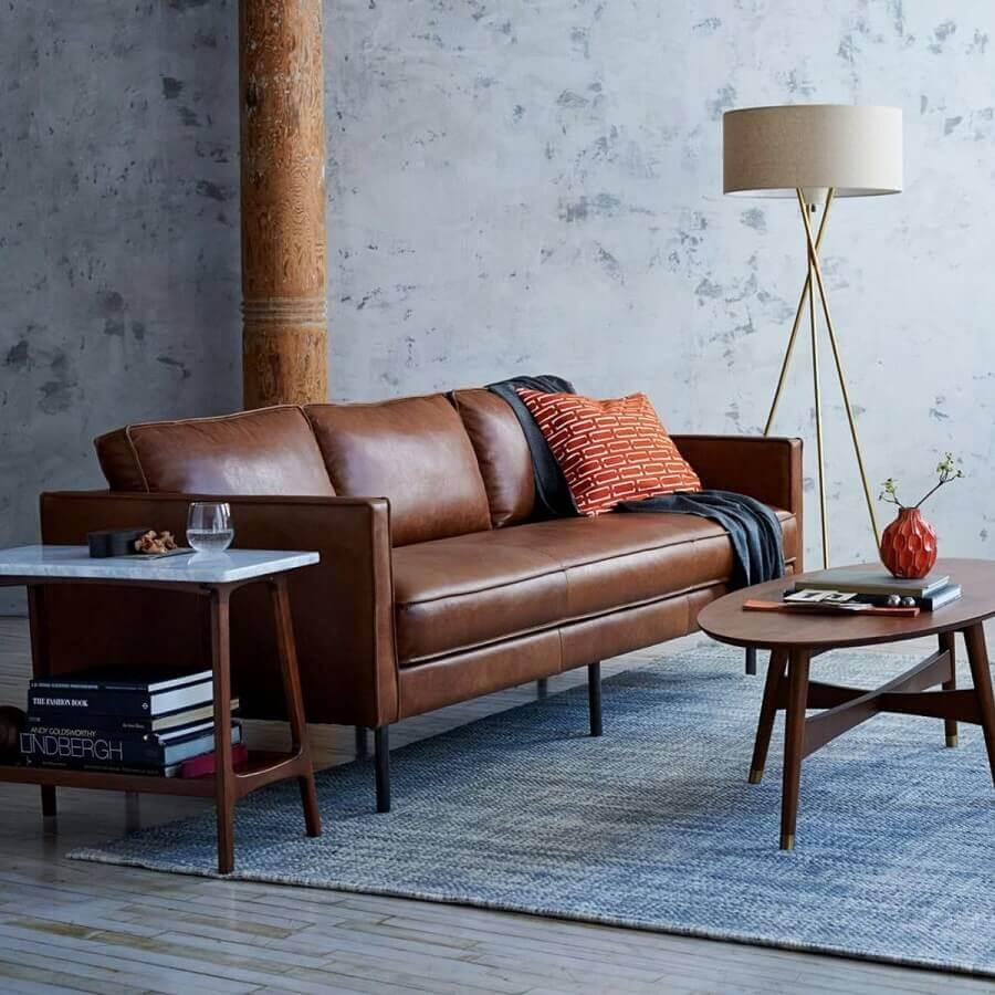 sala decorada com sofá de couro e abajur de chão Foto Pinterest