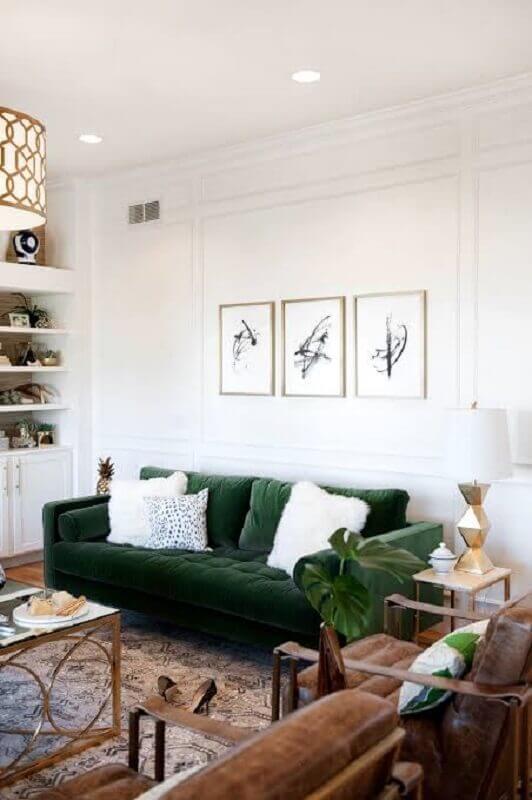sala decorada com sofá de veludo verde Foto Pinterest