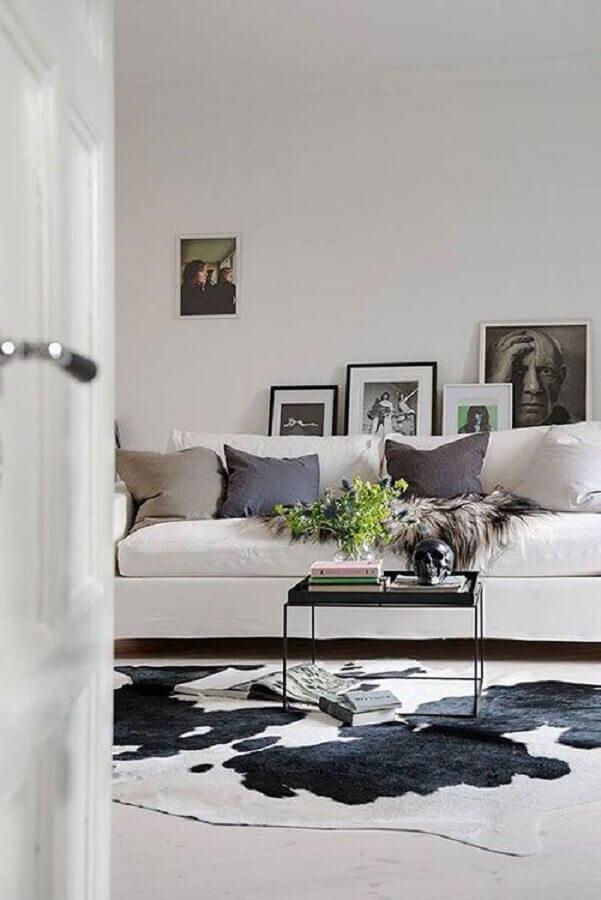 sala decorada com tapete de couro de boi Foto Tudo Especial