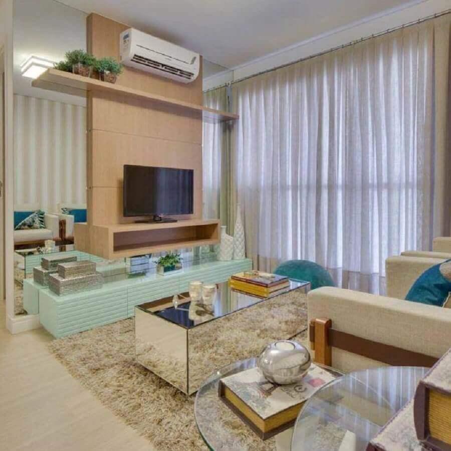 sala decorada com tapete felpudo e rack com painel para tv Foto Armstrong Arquitetura