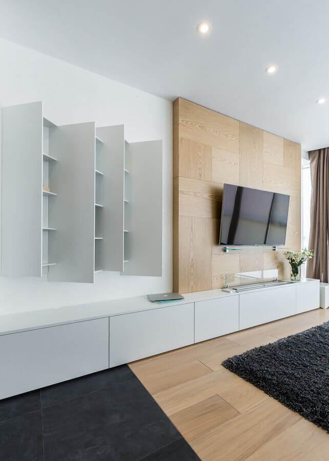 sala moderna decorada com rack com painel para TV Foto Archilovers