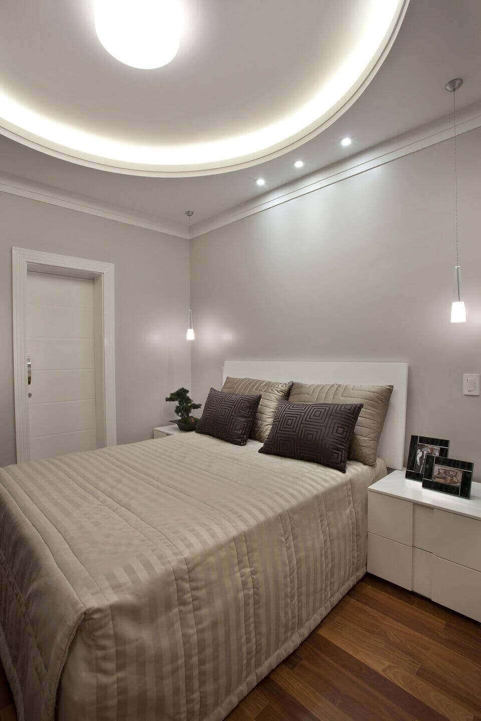 sanca de isopor - quarto de casal com sanca iluminada