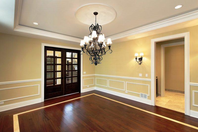 sanca de isopor - sala com paredes amarelas