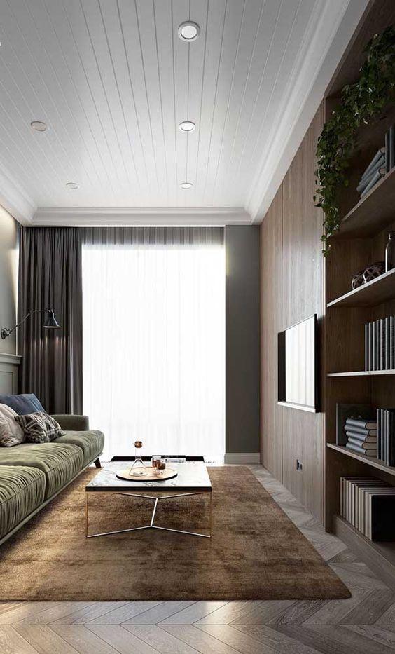 sanca de isopor - sala de estar com estante de madeira