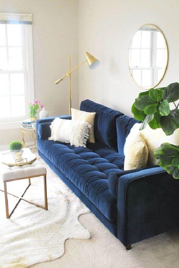 sofá azul de veludo para decoração de sala clean Foto Article