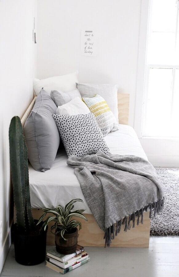 sofá cama de madeira simples Foto Webcomunica