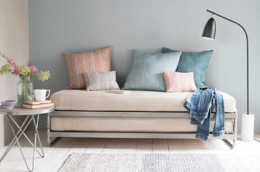 sofá cama simples Foto Diseno de Interiores