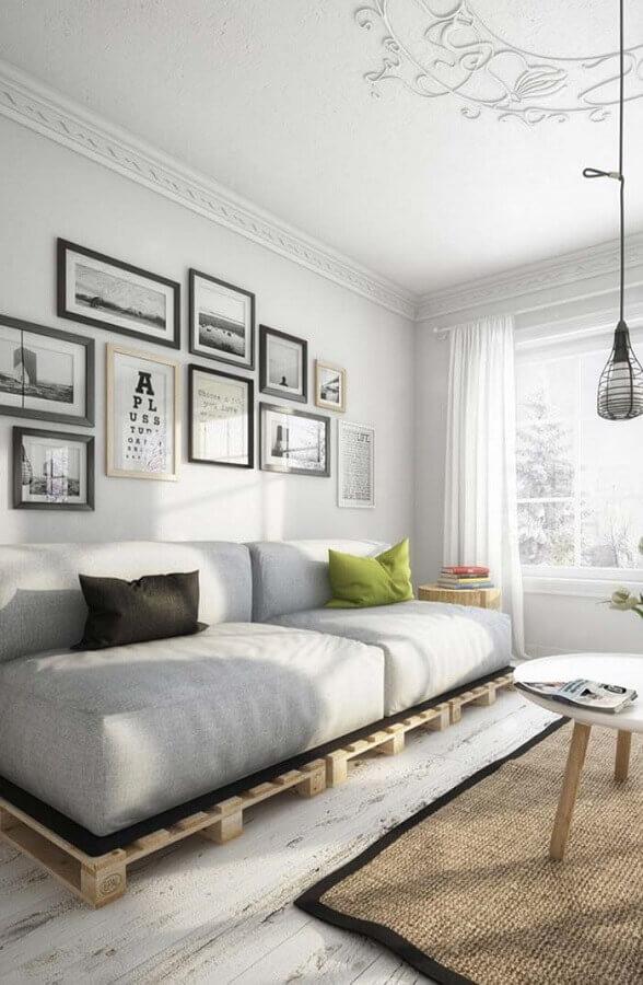 sofá cinza de pallet Foto Decoratorist