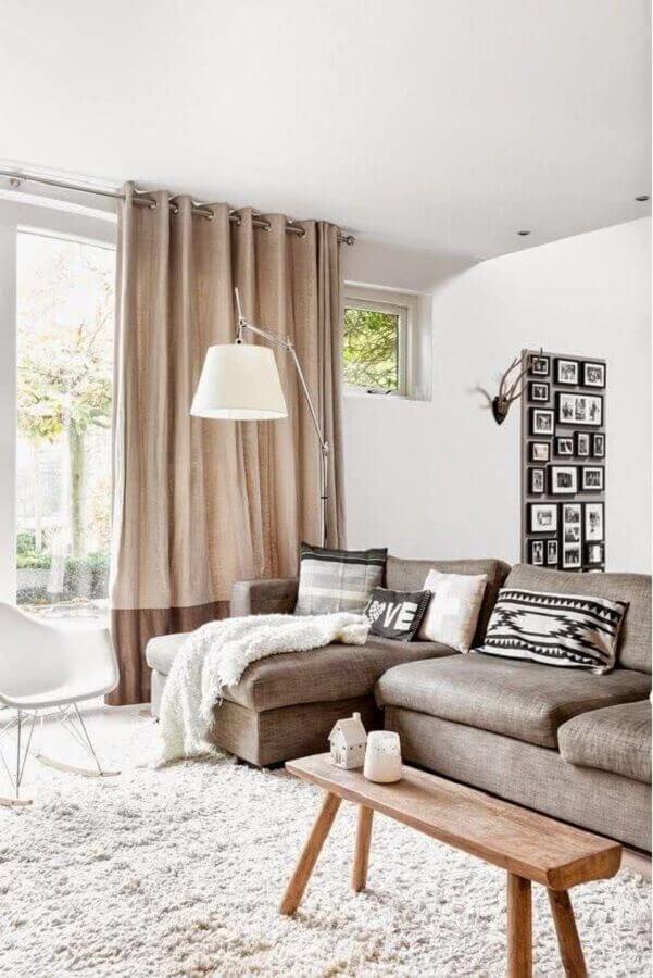 sofá com chaise para sala em tons neutros Foto Webcomunica