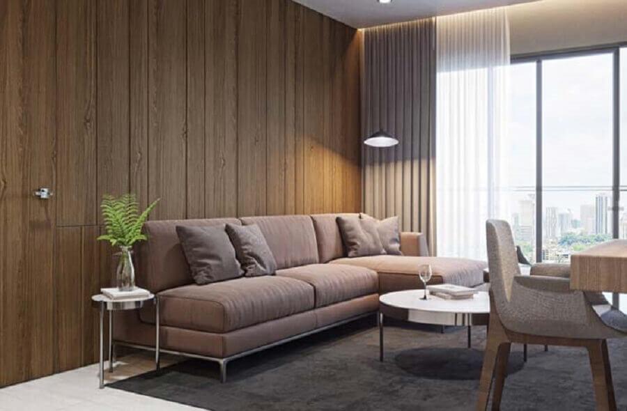 sofá com chaise para sala moderna decorada com revestimento de madeira para parede Foto Pinterest