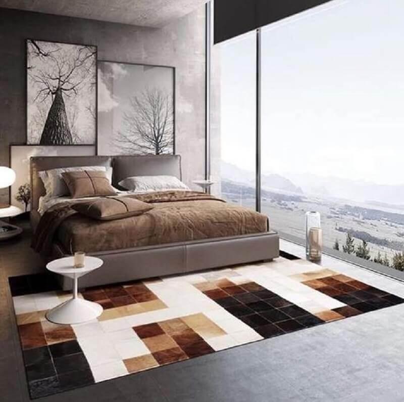 tapete de couro quadriculado para quarto moderno com parede de cimento queimado Foto WoodsGramado