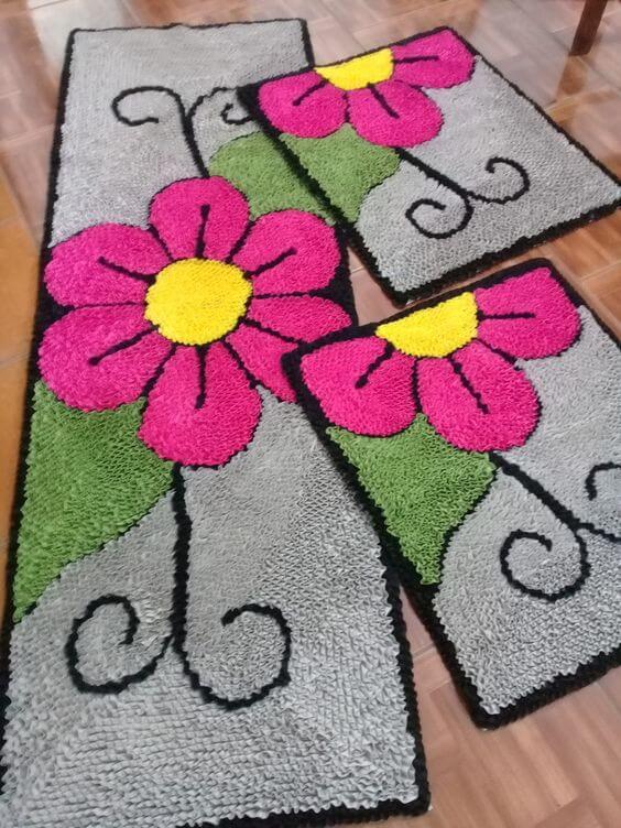 Tapete frufru com flores cor de rosa