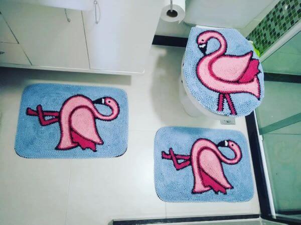 Tapete frufru de flamingo para banheiro