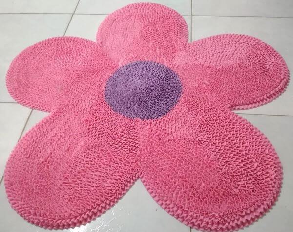 Tapete frufru de flor rosa