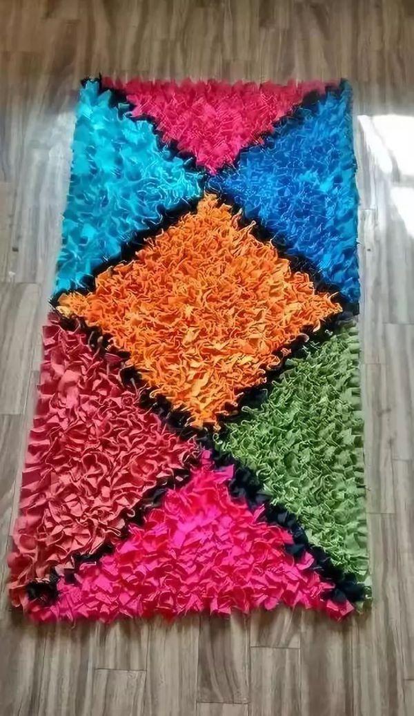Tapete frufru colorido para sala de estar