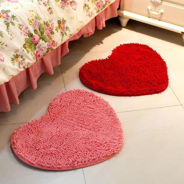 Tapete frufru para quarto em formato de coração