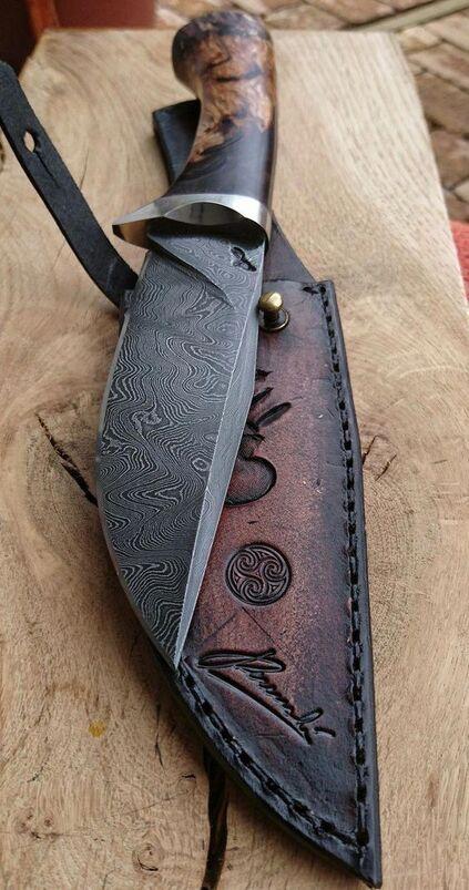 tipos de facas - faca com lâmina decorada