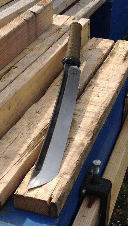 tipos de facas - faca grande com lâmina longa